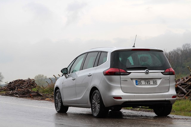 Opel Zafira test3