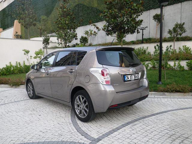 Toyota Verso Test1