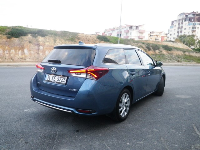 Toyota Auris test2