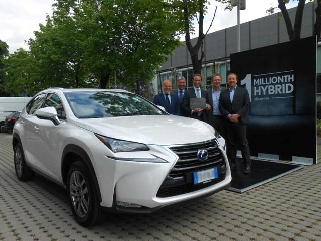 Lexus hibrit1