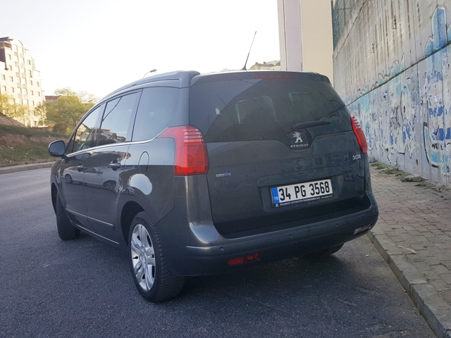 Peugeot_ 5008 test6