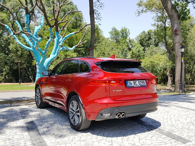 Jaguar suv test4