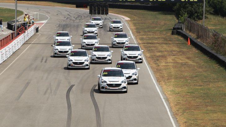 Opel Corsa OPC'ler İzmit Körfez Pisti'ni Salladı