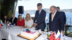 Çekya Başbakanı Babis'e Boğaz'da Doğum Günü Sürprizi