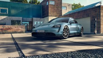 Porsche'nin tamamen elektrikli spor otomobil ailesinin en yeni üyesi: Taycan 4S