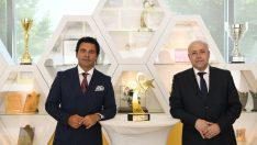 Yeni Clio OGD Yılın Otomobili ödülü Oyak Renault Fabrikaları'nda