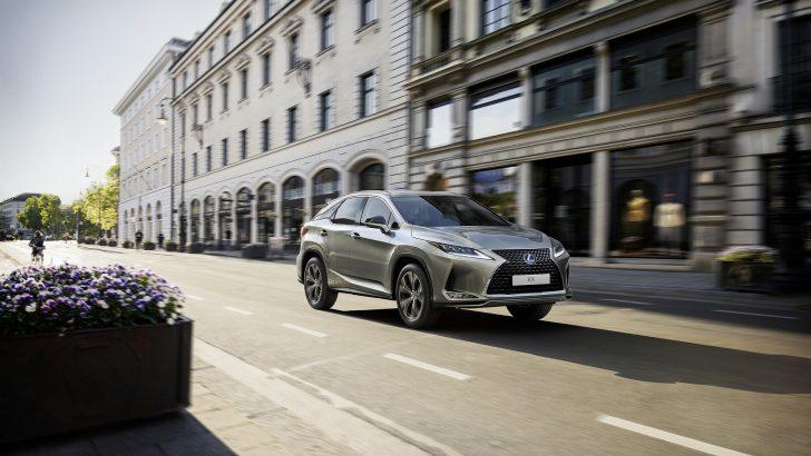 Lexus'un sportif tarza sahip RX Black Line modeli Türkiye'de