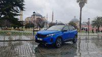 Peugeot'nun SUV'u dişlerini çıkardı