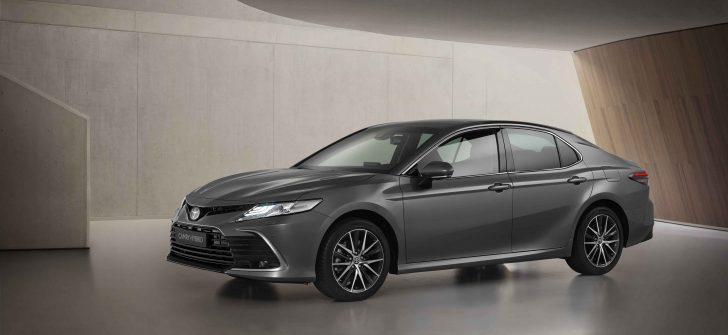 Toyota Camry yenilendi