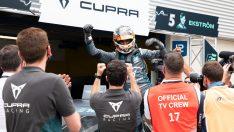 Dünyanın tamamen elektrikli ilk touring otomobil yarışında zafer CUPRA'nın
